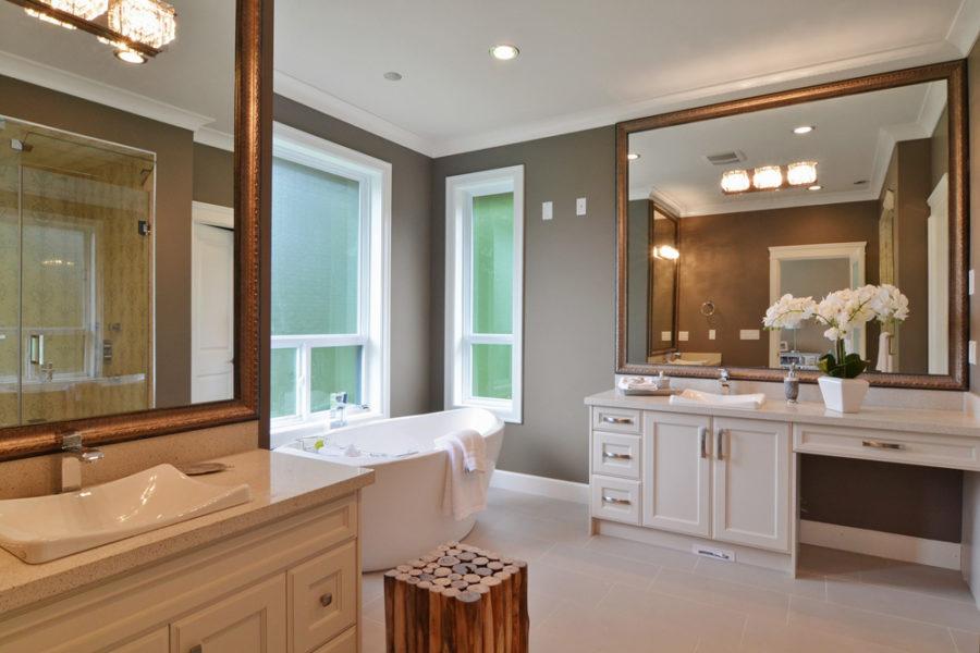 7 Bed + 8 Bath, Ocean Park: 6435 ft² / Lot Size 15608 ft²