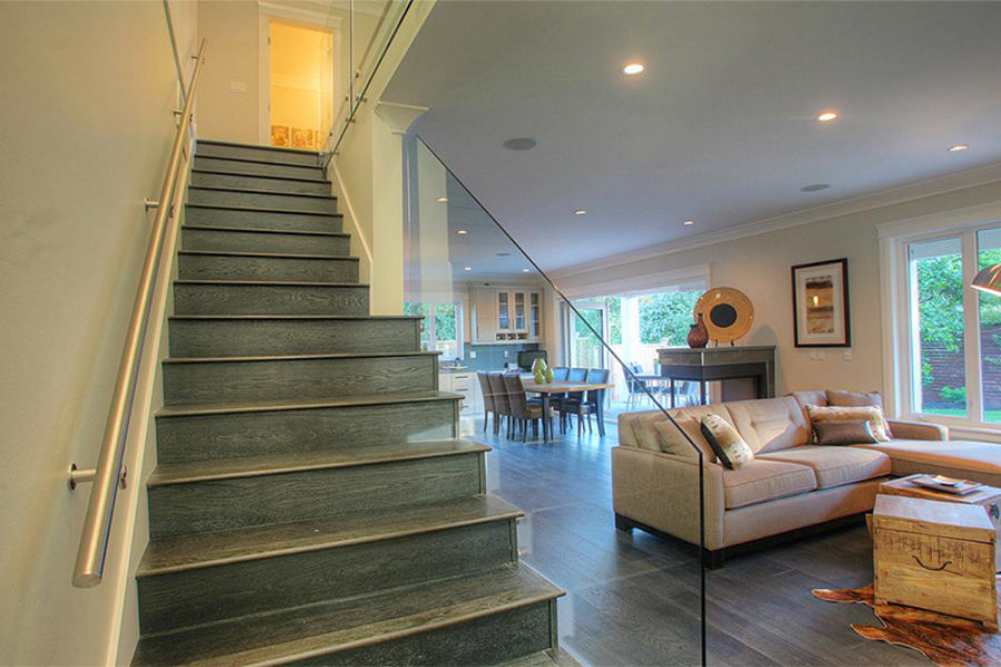6 Bed + 6 Bath, Edgemont Village: Lot Size 8050 ft²