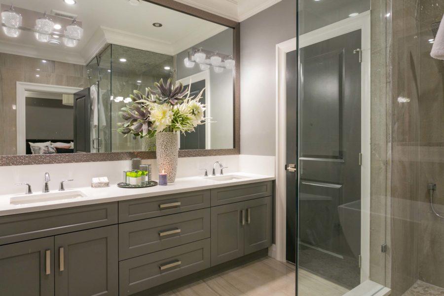 5 Bed + 5 Bath, Ocean Park: 4920 ft² / Lot Size: 6104 ft²